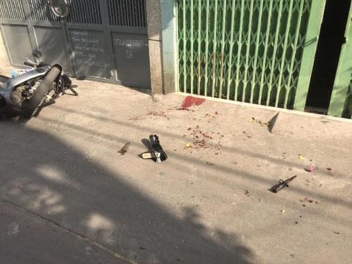 Cụ bà ở Sài Gòn bị hàng xóm đâm gục trên vũng máu - 1