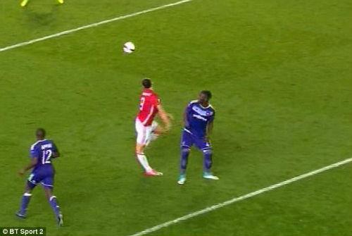 MU: Ibrahimovic nghỉ gần 1 năm, cơ hội vàng cho Rooney - 2