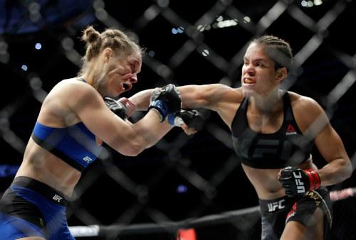 """Ronda Rousey: Nữ hoàng UFC """"hết đát"""" trên võ đài - 1"""