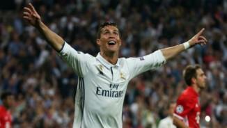 """Ronaldo """"siêu phàm"""": Vang danh cầu thủ xuất sắc nhất mọi thời đại"""