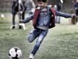Quý tử nhà Ronaldo sút phạt ghi bàn ấn tượng y hệt bố