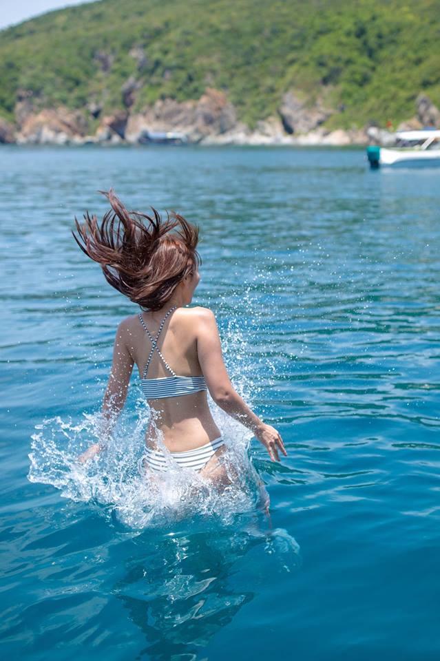 """Thêm loạt ảnh """"nóng rực"""" của chị em Hà Anh trên du thuyền triệu USD - 6"""