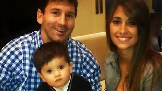 Có vợ nóng bỏng thế này, bảo sao Messi thăng hoa