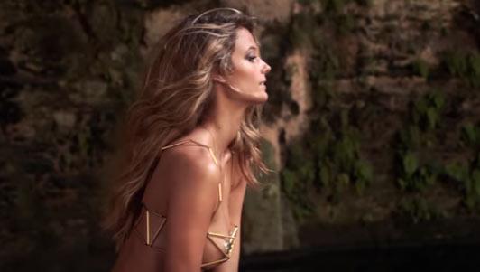 Đây có thể là clip bikini nóng bỏng nhất mà bạn từng xem!