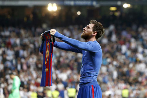 Diệt Real, phá Bernabeu: Messi vẫn chưa bằng Ronaldinho - 1