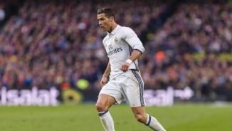 """Ronaldo """"chân gỗ"""", quát mắng đồng đội, báo chí chê hết thời"""