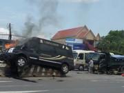 Clip: Đâm xe tải, xe Limousine bốc cháy ở Bà Rịa - Vũng Tàu
