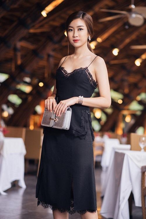 Hari Won hấp dẫn với váy xẻ ngực, Midu buông lơi khêu gợi - 10