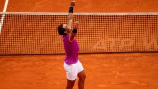 """Nadal & 3 cú Decima: Huyền thoại, vua cũng """"đầu hàng"""""""