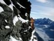 Ngôi nhà cô đơn nhất thế giới trên vách núi cheo leo