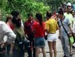 Người mặc váy ngắn, quần cộc bị cấm vào đền Ngọc Sơn