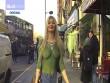 Điều gì xảy ra khi gặp gái đẹp mặc áo vẽ ra phố?