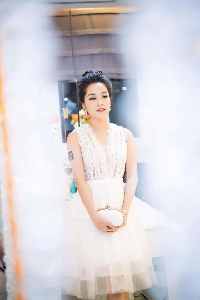"""""""Vàng Anh"""" Minh Hương khoe eo thon, dáng chuẩn nuột từng cm - 5"""