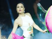 Hoàng Thùy Linh diện áo yếm quyến rũ trên truyền hình