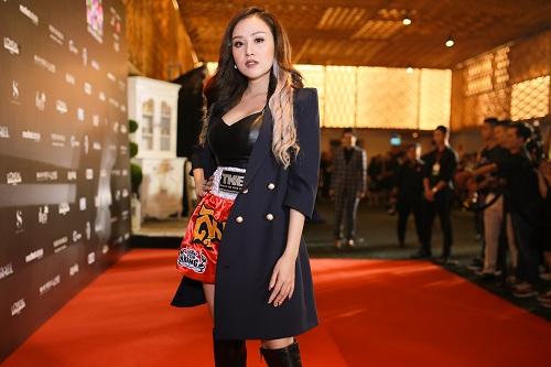 """Bà Tưng mặc quần """"boxing"""", An Nguy diện yếm trên thảm đỏ - 1"""