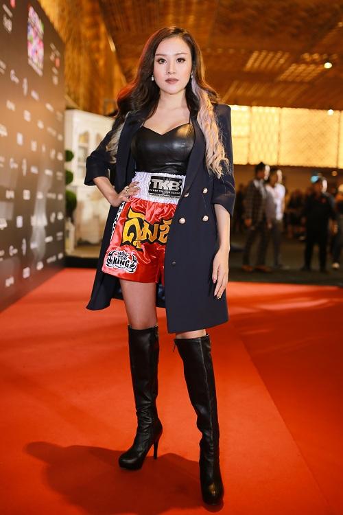 """Bà Tưng mặc quần """"boxing"""", An Nguy diện yếm trên thảm đỏ - 2"""