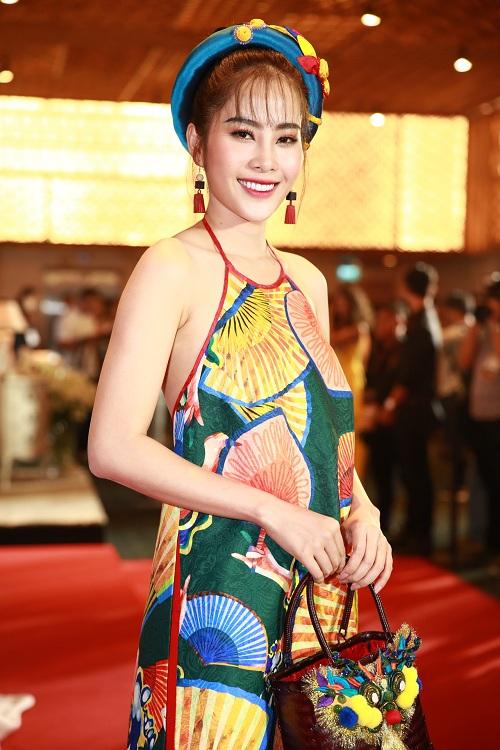 """Bà Tưng mặc quần """"boxing"""", An Nguy diện yếm trên thảm đỏ - 4"""