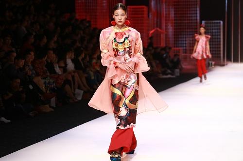 """Bà Tưng mặc quần """"boxing"""", An Nguy diện yếm trên thảm đỏ - 11"""