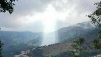 Đám mây hình Chúa Jesus xuất hiện ở nơi sạt lở đất giết 17 người