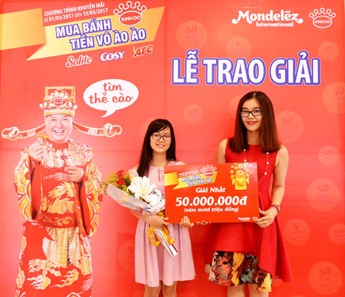"""Khách hàng đầu tiên trúng 50.000.000 đồng khi """"Mua bánh Kinh Đô, tiền vô ào ào"""" - 1"""
