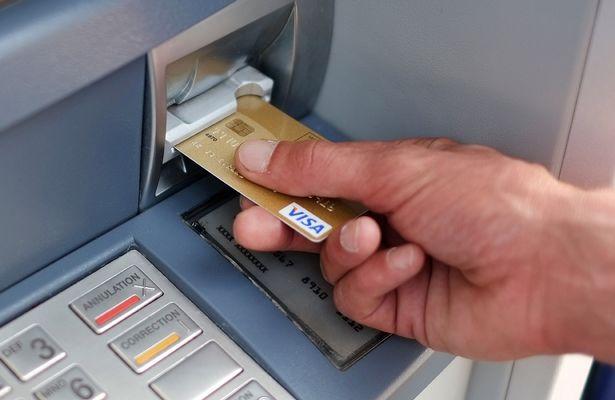 Ngân hàng không được để ATM hết tiền, ngưng hoạt động trong dịp 30/4-1/5 - 1