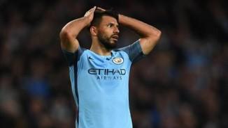 "Derby Manchester: Aguero đang thăng hoa hóa ""chân gỗ"""