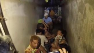Bất ngờ hầm giam sau giá sách của cảnh sát Philippines
