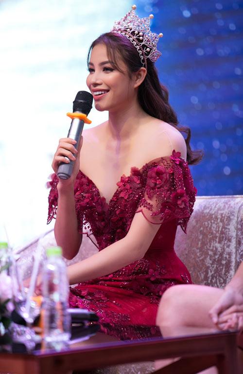 Nín thở vì Phạm Hương mặc đầm đỏ buông lơi như sắp rơi - 6