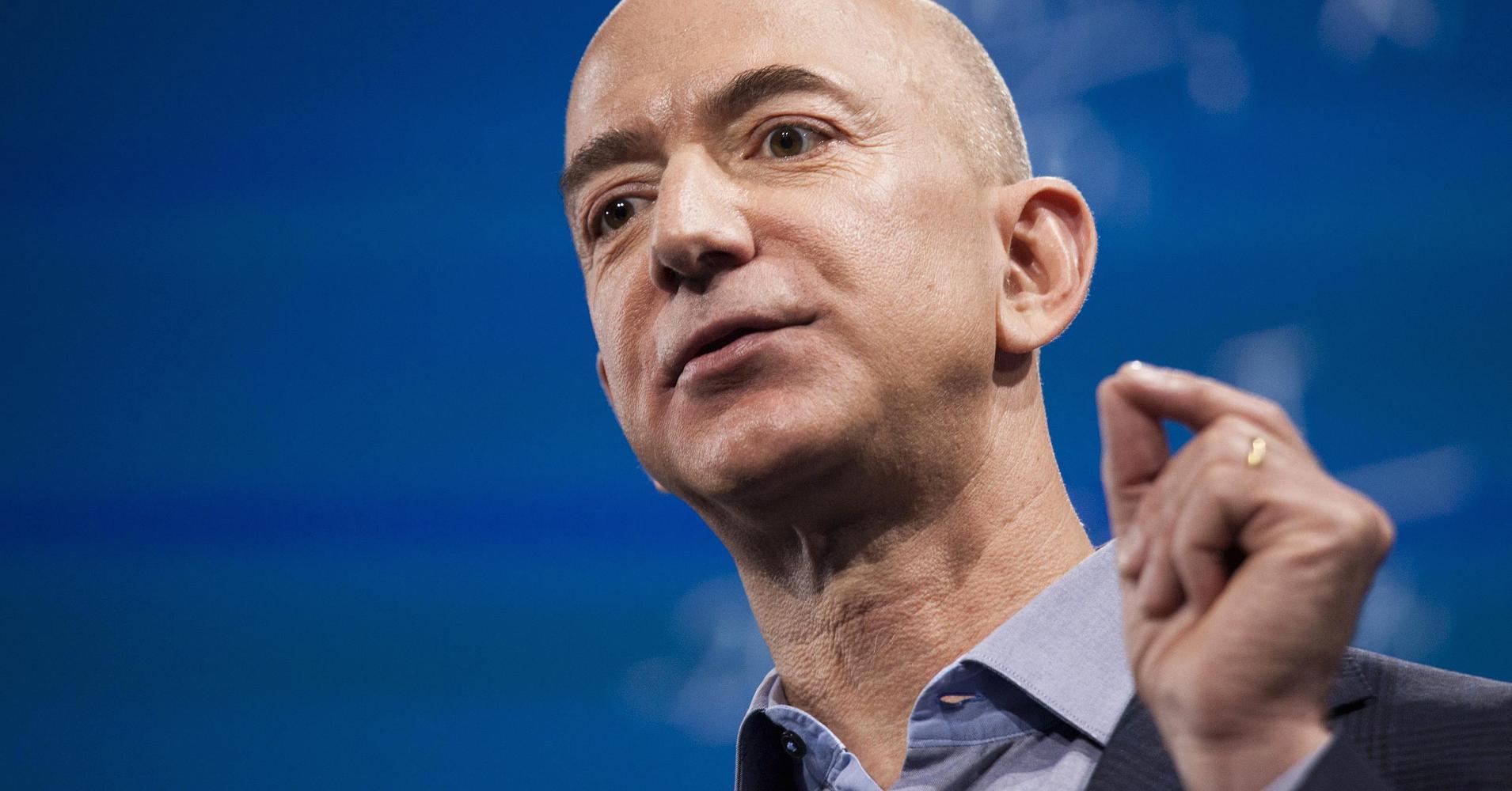 Jeff Bezos sắp vượt Bill Gates để trở thành tỷ phú giàu nhất TG? - 1