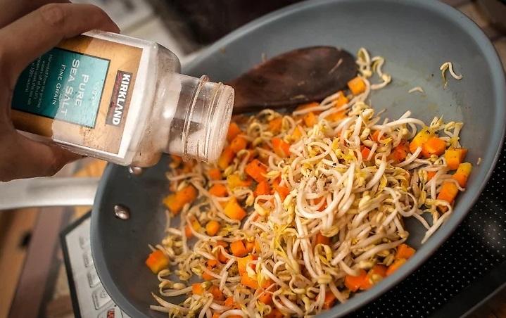 Tuyệt chiêu làm cơm rang đơn giản cứu đói ngày tan muộn - 2