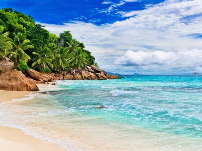 Seychelles: Nằm ở Ấn Độ Dương ngoài khơi bờ biển Madagascar, quần đảo Seychelles là điểm đến lý tưởng của các cặp đôi mới cưới và du khách thích không gian yên tĩnh. Tuy nhiên, thiên đường này có thể biến mất trong 50 đến 100 năm tới do tình trạng xói mòn.
