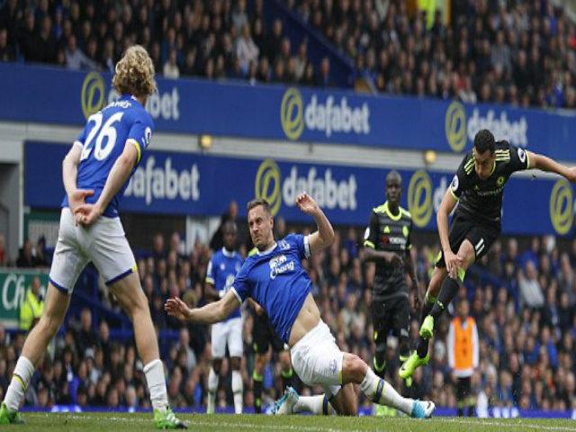 Everton - Chelsea: Cú nã đại bác thần thánh