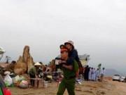Tin tức trong ngày - Chiến sỹ công an cõng người tàn tật leo dốc 100 mét lên chùa