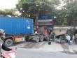 Hà Nội: Xe container nổ lốp, lao thẳng vào 2 nhà dân