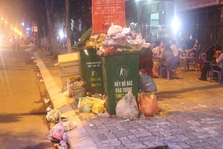 Rác ngập đường phố Đà Nẵng sau lễ hội pháo hoa - 2