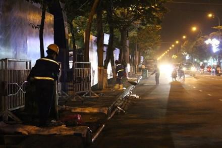 Rác ngập đường phố Đà Nẵng sau lễ hội pháo hoa - 4
