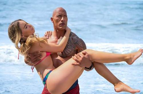 """Khán giả bỏng mắt vì biniki và The Rock trong """"Baywatch"""" - 4"""
