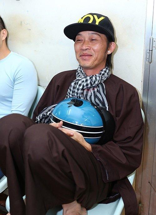 """Có xế hộp 2,3 tỷ, Hoài Linh vẫn ôm vật này khi """"trốn viện"""" chạy show - 15"""