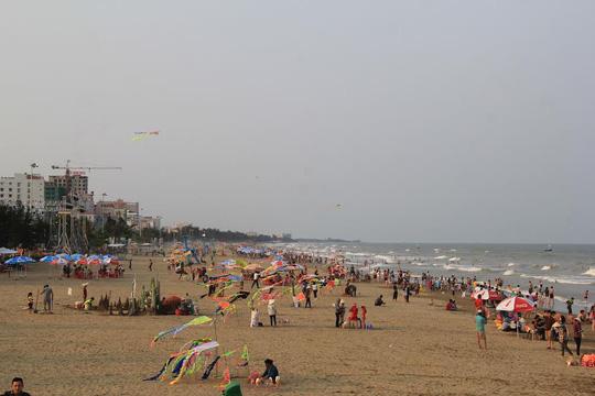 Chen chân tắm biển Sầm Sơn - 3