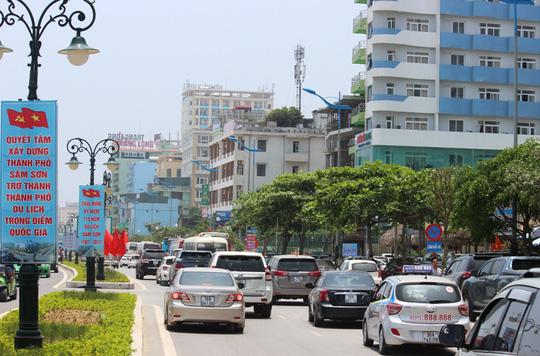 Chen chân tắm biển Sầm Sơn - 4