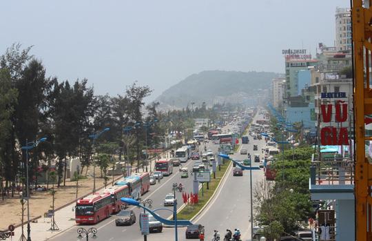 Chen chân tắm biển Sầm Sơn - 5
