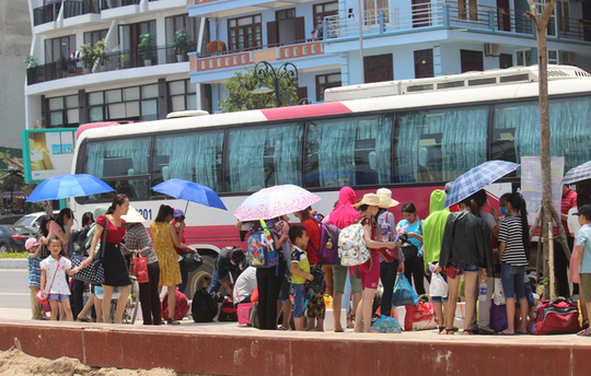 Chen chân tắm biển Sầm Sơn - 6