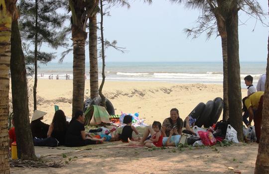 Chen chân tắm biển Sầm Sơn - 7