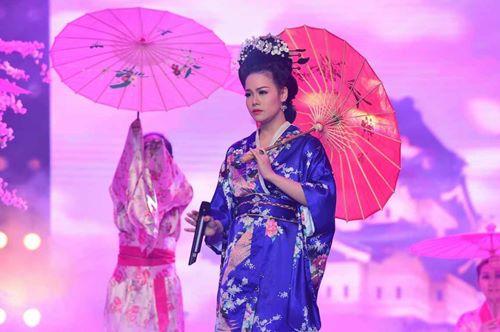 Quỳnh Anh, Phương Mỹ Chi diện kimono sexy hơn gái Nhật - 12