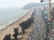 Tin tức trong ngày - Chen chân tắm biển Sầm Sơn