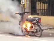 Tin tức trong ngày - Chửi bới, đốt xe máy vì bị CSGT kiểm tra
