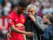 Manchester suýt thất thủ: Mourinho, Pep bị chê tơi bời