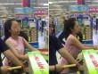 Thiếu nữ xinh đẹp gây bức xúc vì hành động thô lỗ trong siêu thị