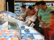 Dịp lễ 30-4: Chợ vắng, siêu thị chen nhau từng centimet