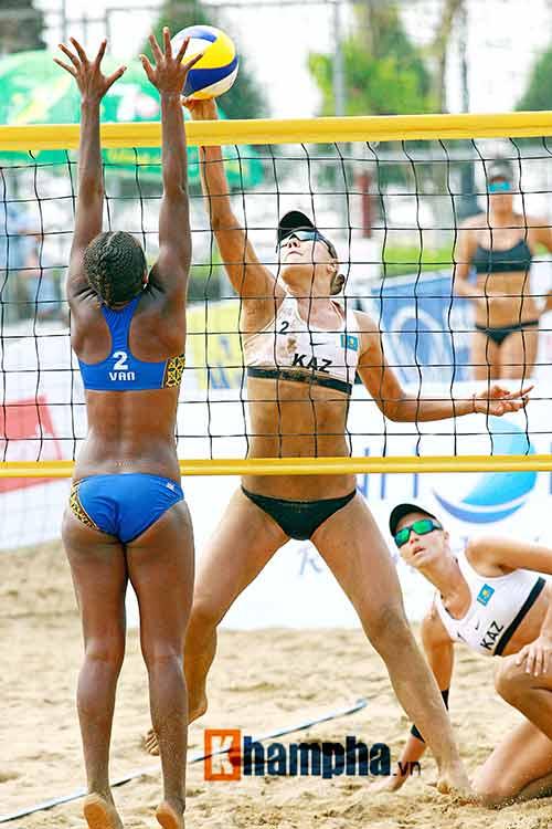 """""""Bóng hồng"""" châu Á khoe dáng chuẩn tại giải bóng chuyền bãi biển - 12"""